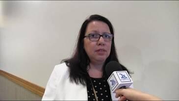 A Dra. Daniella Jorge de Moura avalia painéis da AveSui 2014