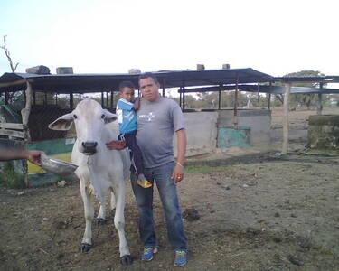 En el fundo con mi hijo y la consentida magallanes