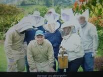 Practicas en apicultura con alumnos de Medicina Veterinaria de la Universidad de Caldas