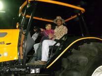 Exibicion de un tractor ensamblado en venezuela